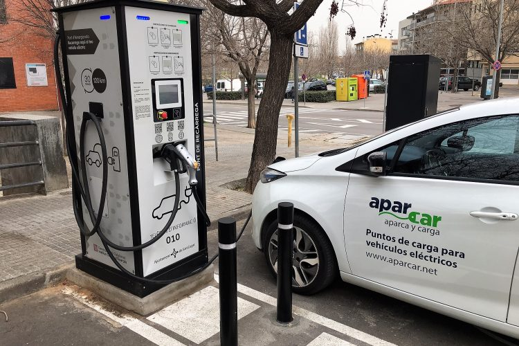 La Generalitat abre convocatoria de ayudas a la instalación de puntos de carga para Vehículo Eléctrico (PIRVEC 2017)