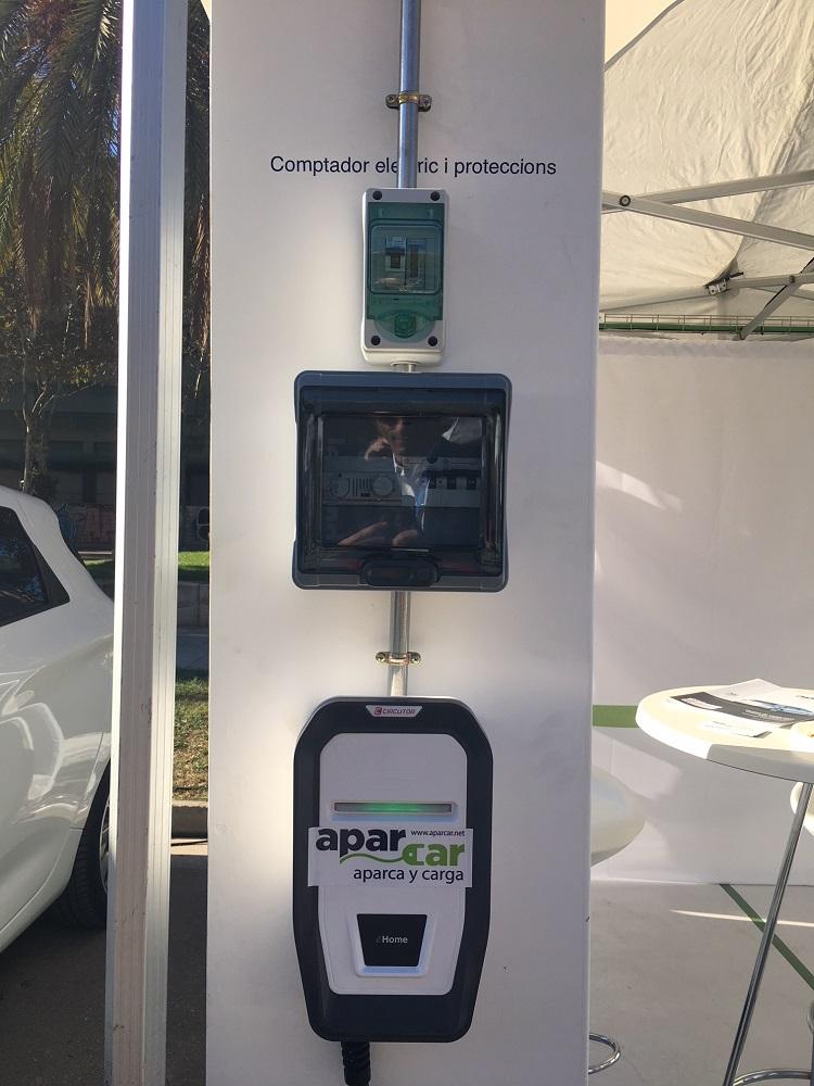 punto de recarga individual de coche eléctrico